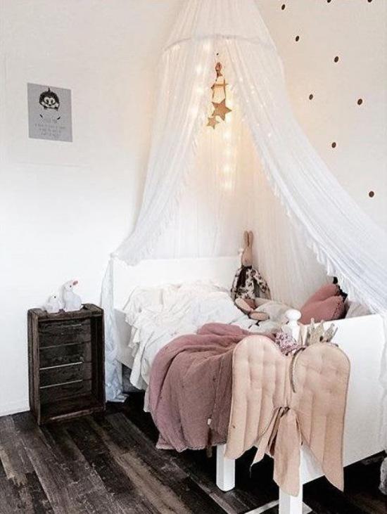 przytulna aran acja pokoiku dla dziewczynki zdj cie w. Black Bedroom Furniture Sets. Home Design Ideas