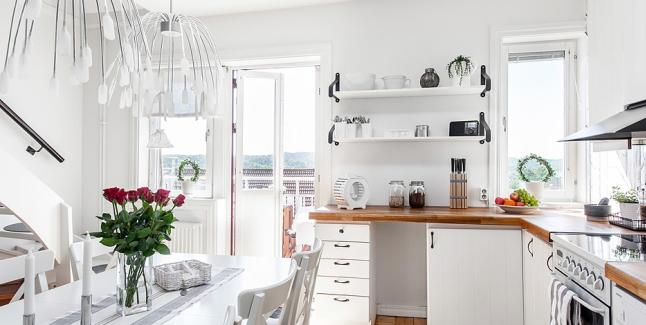 Otwarte Półki W Białej Kuchni Zdjęcie W Serwisie Lovingit