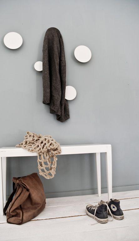 szara ciana w przedpokoju bia e okr g e zdj cie w serwisie 25757. Black Bedroom Furniture Sets. Home Design Ideas