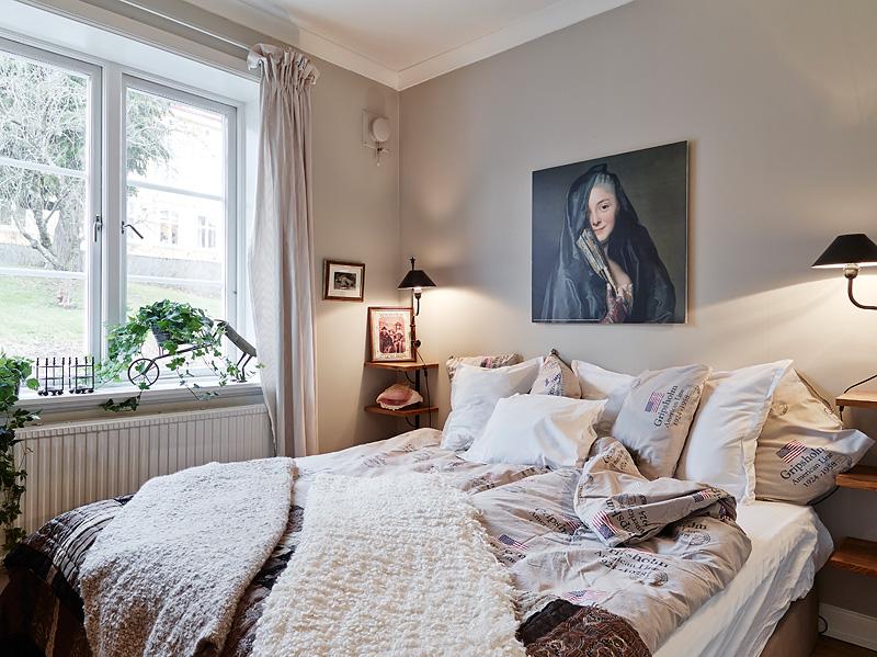 Szare ściany I Stylowe Dekoracje W Sypialni Zdjęcie W