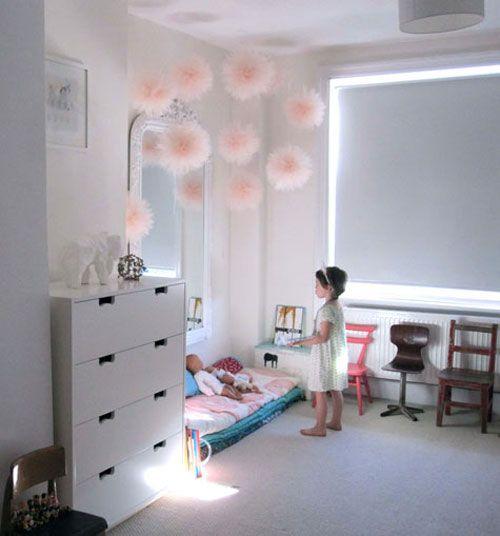 Jasno Różowe Tiulowe Pompony W Dekoracji Białego Zdjęcie W