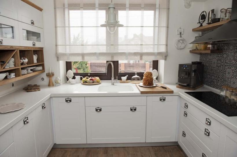 Biała kuchnia,skandynawska kuchnia,białe blaty  zdjęcie w serwisie Lovingit   -> Kuchnia Skandynawska Inspiracje