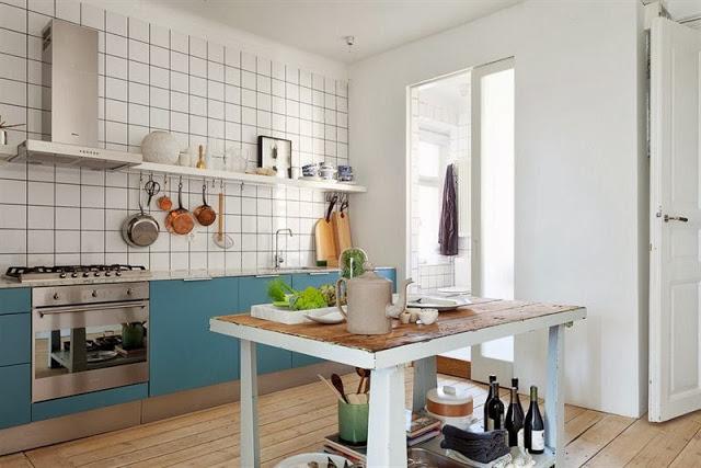 Stół z pólkami jako wyspa kuchenna,jak urządzić  zdjęcie w serwisie Lovingit   -> Niebieska Kuchnia Inspiracje