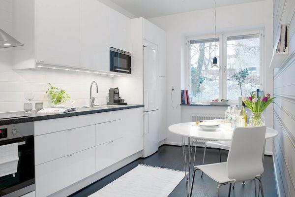 Biala kuchnia z czarną podłogą  zdjęcie w serwisie   -> Biala Kuchnia A Podloga
