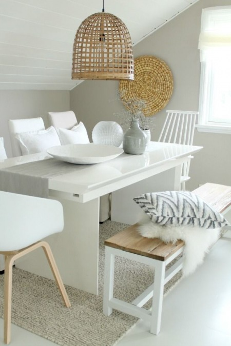 Pleciony ażurowy abażur z bambusa,biała ławka z drewnianym