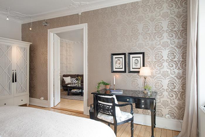 Stylowa Perłowa Tapeta Z Ornamentem W Sypialni Zdjęcie W
