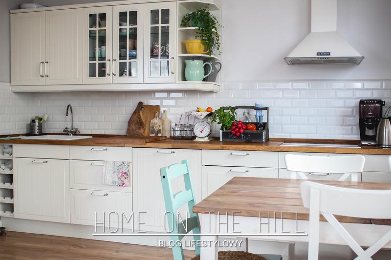 Aranżacja Białej Kuchni Z Jadalnią Zdjęcie W Serwisie