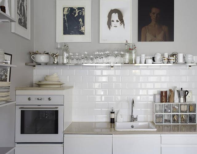 Biała kuchnia,skandynawska kuchnia,biało czarna  zdjęcie w serwisie Lovingit
