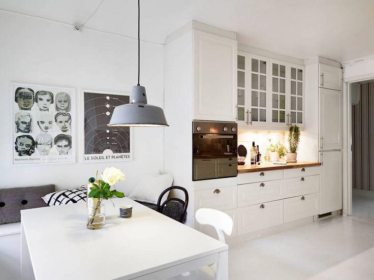 Biała kuchnia w stylu skandynawskim w otwartym  zdjęcie w serwisie Lovingit   -> Kuchnia W Bloku W Stylu Skandynawskim