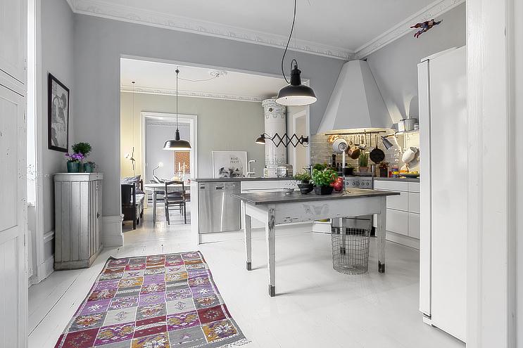 szare p�ytki w bia�ej kuchni zdjęcie w serwisie lovingit