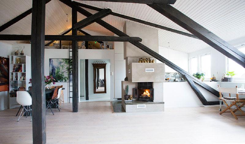 Unikalne Otwarta zabudowa mieszkania z kominkiem - zdjęcie w serwisie JW75