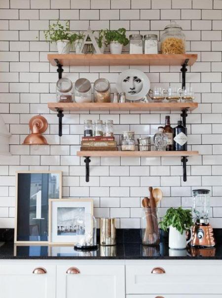 Drewniane p ki na metalowych podp rkach zdj cie w for Como hacer estantes de cocina
