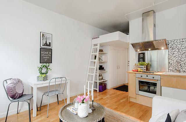 Otwarty Salon Z Kuchnią I Antresolą Z łóżkiem Zdjęcie W