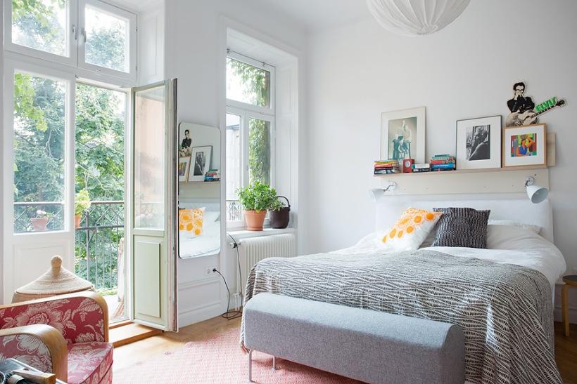 Skandynawska sypialnia z kolorowymi dodatkami - zdjęcie w serwisie Lovingit.pl (18700)