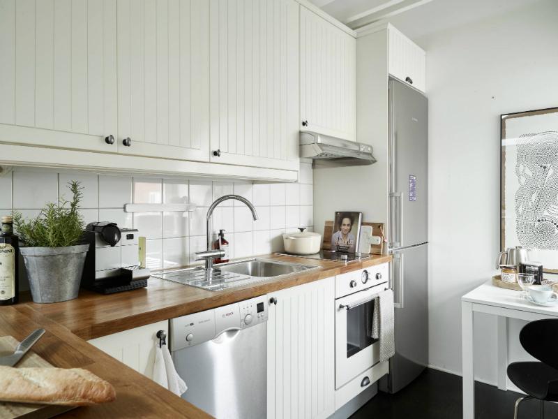 Jak urządzić mała kuchnię na poddaszu w stylu  zdjęcie w   -> Kuchnia Na Poddaszu W Bloku