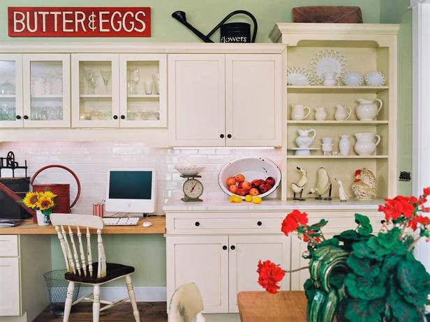 Otwarte Szafki W Kuchni W Wiejskim Stylu Zdjęcie W
