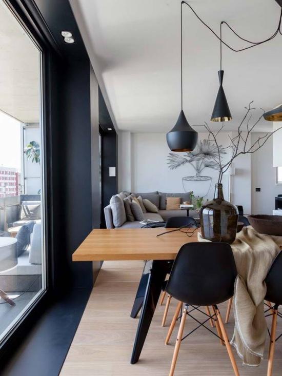 czarne lampy w jadalni nad drewnianym sto em zdj cie w serwisie 47429. Black Bedroom Furniture Sets. Home Design Ideas