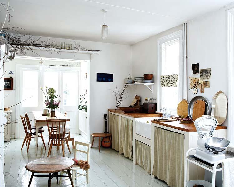 Aranzacja Otwartej Wiejskiej Kuchni Z Jadalnia Zdjecie W