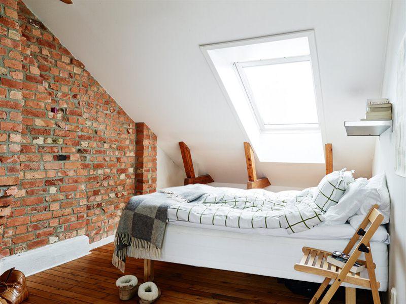 Biała Sypialnia Pod Skośną ścianą I ścianą Zdjęcie W