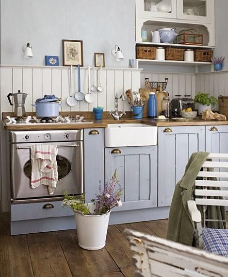 Jasno niebieska kuchnia z drewnianym blatem zdj cie w - Cocinas rusticas ikea ...