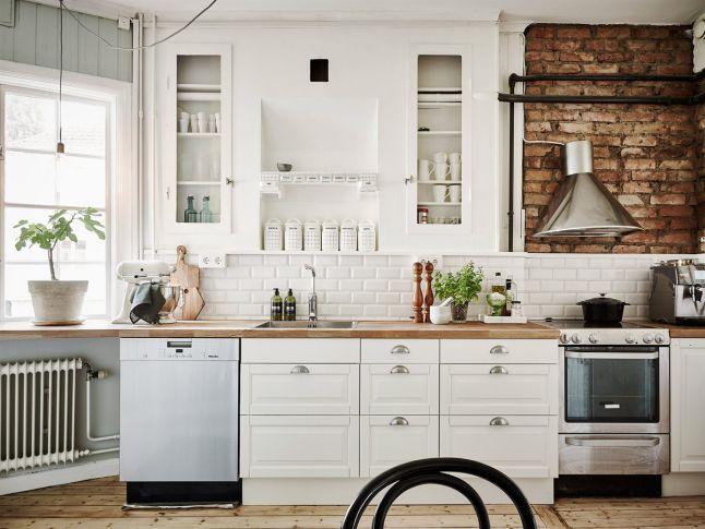 Czerwona cegła w małej kuchni  zdjęcie w serwisie   -> Biala Kuchnia Czerwona Cegla