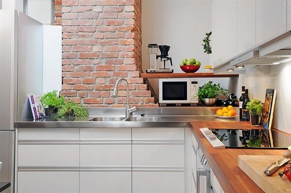 Biała nowoczesna kuchnia z piękną czerwoną cegłą  zdjęcie