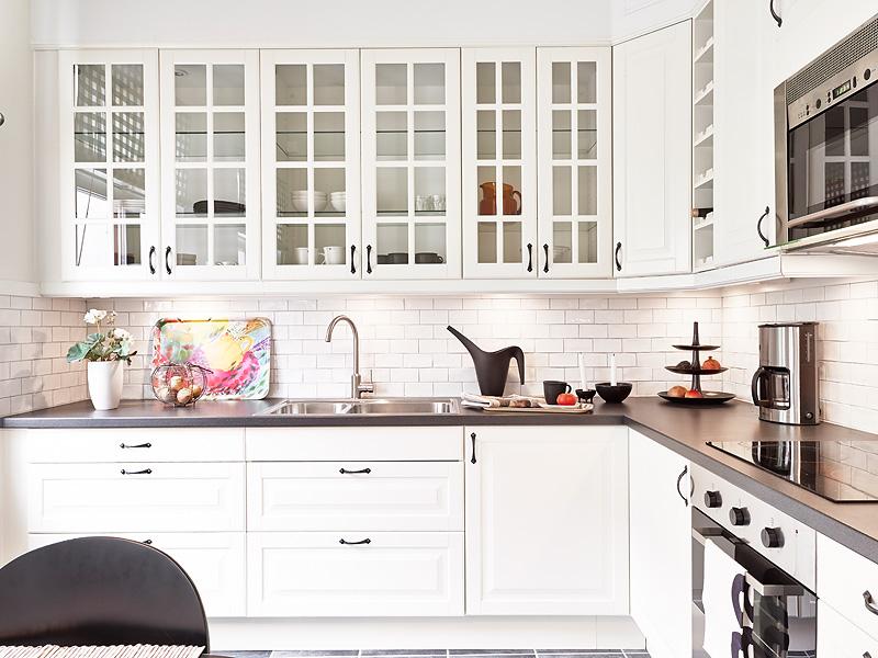 Tradycyjna kuchnia w bieli  zdjęcie w serwisie Lovingit   -> Kuchnia W Bloku W Bieli