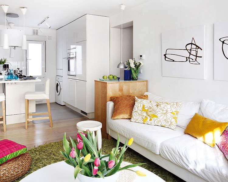 otwarty salon z kuchni w ma ym mieszkaniu zdj cie w serwisie 19753. Black Bedroom Furniture Sets. Home Design Ideas