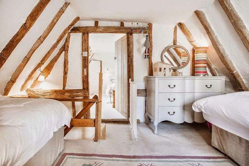 Sypialnia dla gości na poddaszu z drewnianymi - zdjęcie w serwisie Lovingit.pl (24934)