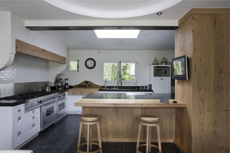 Biało dębowa kuchnia w nowoczesnej aranżacji  zdjęcie w serwisie Lovingit pl   -> Kuchnia Bialo Czarno Drewniana