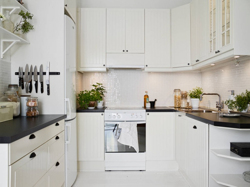 Biala mala kuchnia skandynawska z pólkami  zdjęcie w   -> Mala Kuchnia Biala Aranżacje