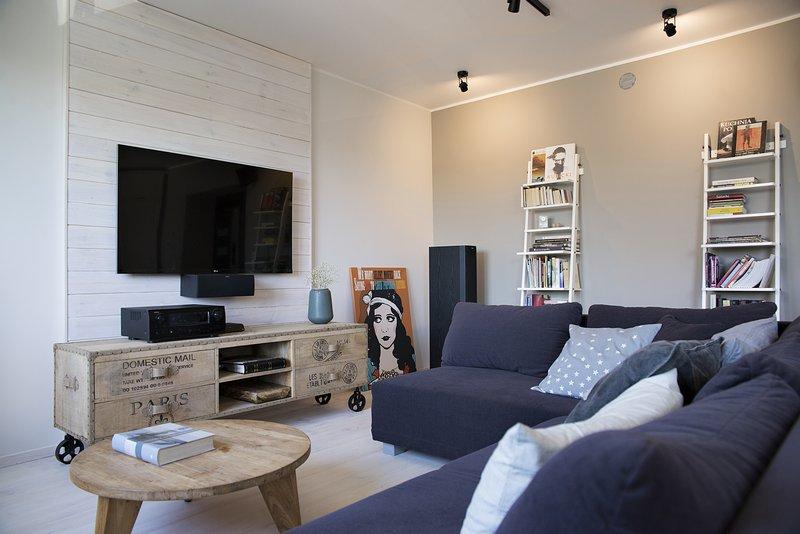 ciana telewizyjna z drewna w salonie zdj cie w serwisie 50716. Black Bedroom Furniture Sets. Home Design Ideas