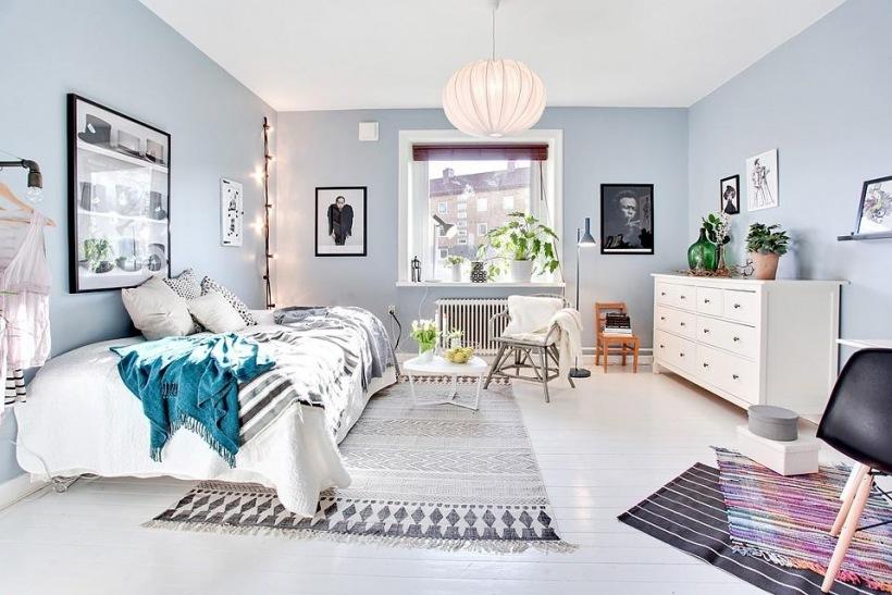 Szaro niebieska sypialnia w skandynawskiej klasyce - Color azul verdoso para paredes ...