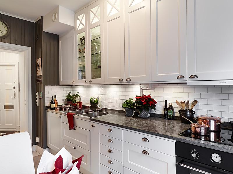 Biało szara kuchnia w skandynawskim stylu  zdjęcie w   -> Kuchnia Czarno Siwa