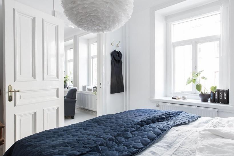 Biała sypialnia z grafitowymi dodatkami - zdjęcie w serwisie Lovingit.pl (52923)