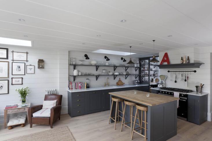 Modern Rustykalna Kuchnia Z Wyspą Z Drewnianym Zdjęcie W